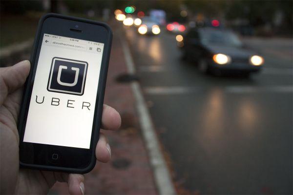 Na Uber é possível compartilhar seu trajeto e localização pelo WhatsApp, link na internet ou SMS. (Foto: Divulgação)