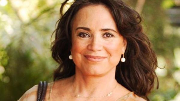 Aos 71 anos, Regina Duarte posta foto na academia e surpreende com silhueta