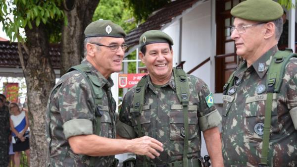 O povo que paga: filhas de militares recebem pensões que superam os R$ 5 bilhões