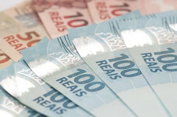 O que você pode comprar com o novo ajuste do salário mínimo?