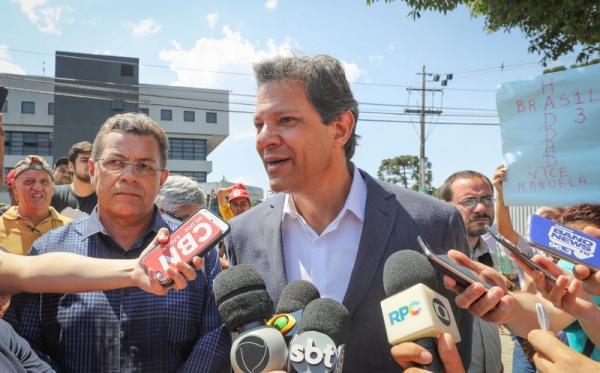 IstoÉ fecha com Bolsonaro e ataca Haddad em capa