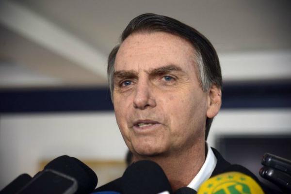"""Bolsonaro ameaça: """"Vamos varrer do mapa esses bandidos vermelhos"""""""