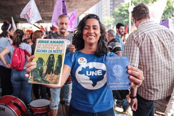 TSE censura postagens da UNE que criticam Bolsonaro