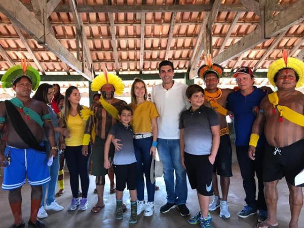 Governador eleito do Pará Helder e sua família visitam aldeia Xikrin