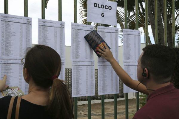 No domingo 10, estudantes voltam para fazer a segunda etapa da prova/Valter Campanato/Ag. Brasil