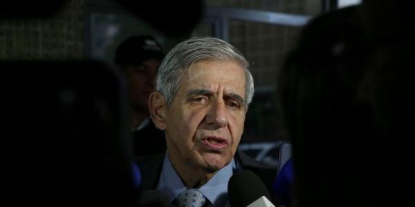 Heleno e Azevedo e Silva vão escolher comandantes das 3 Forças, diz Bolsonaro