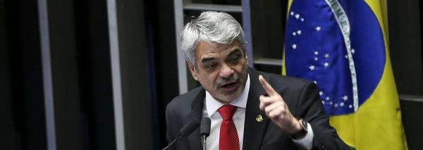 HUMBERTO COSTA: BOLSONARO COMETEU ESTELIONATO ELEITORAL