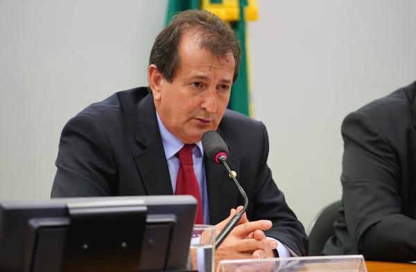 Comissão especial aprova política de redução do uso de agrotóxicos; texto vai a Plenário