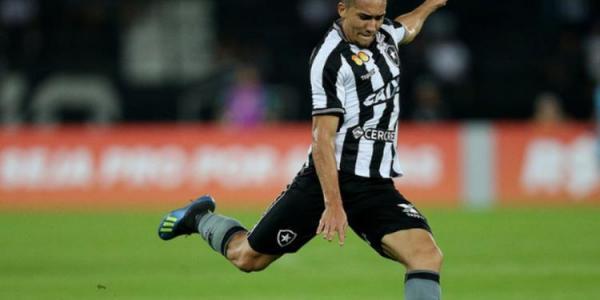 Botafogo anuncia empréstimo de Jean por mais uma temporada