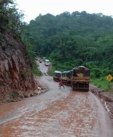 BR-163 trecho na serra da laranjinha continua com restrição entre Novo Progresso e Moraes Almeida