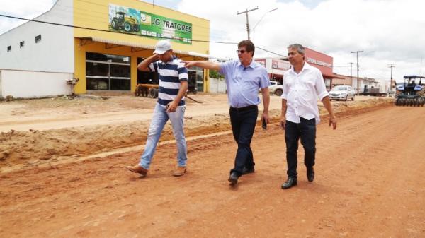 Prefeito de Redenção e alguns assessores visitaram várias obras que estão em andamento e que são importantes para a população.