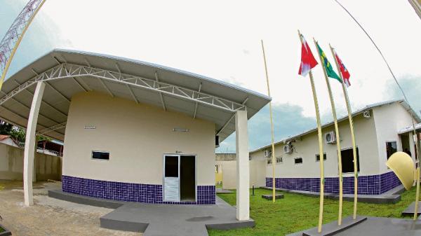 Helder entrega delegacia à população de Jacundá