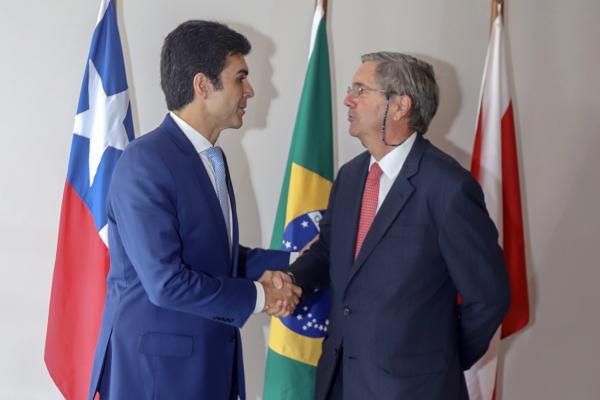 Governador recebe embaixador do Chile no Brasil e manifesta interesse em parcerias