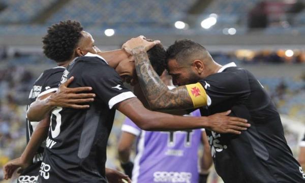 Jogadores do Vasco são assaltados após vitória no Carioca; carro é levado
