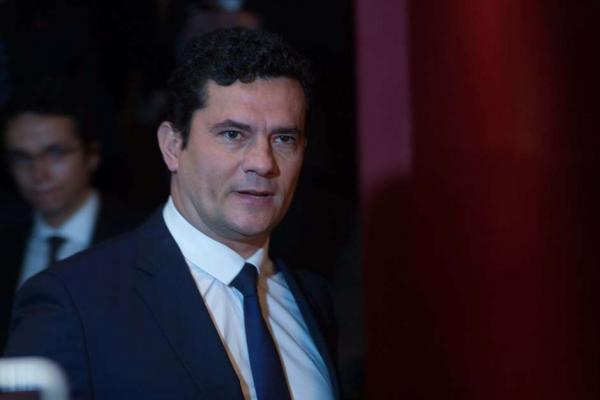 Moro diz que recibos de Lula 'não são materialmente falsos'.