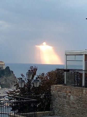 Figura de 'Jesus' aparece nos céus da Itália e intriga a web; veja a foto!