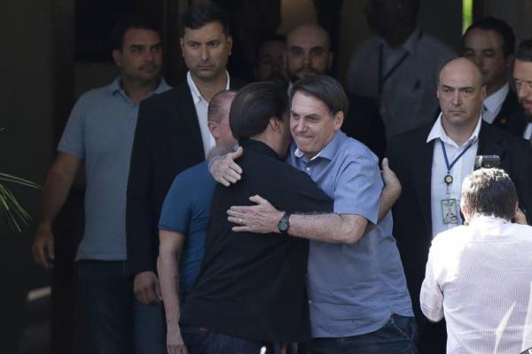 Após almoço com Toffoli e Bolsonaro, Maia critica ataques ao Supremo