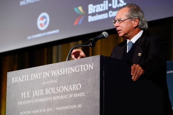 Paulo Guedes pede que empresários dos EUA invistam no Brasil