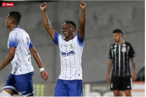 Corinthians abusa dos erros e perde de virada para o Santo André