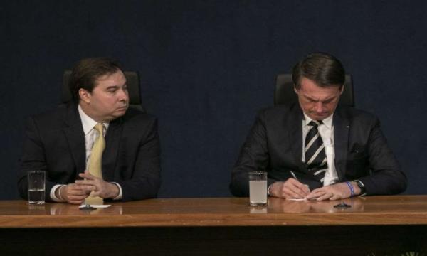 Maia diz que Bolsonaro precisa dar mais tempo à Previdência e menos ao Twitter