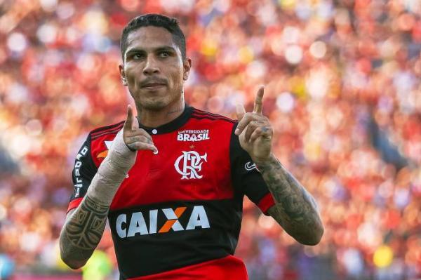 Mesmo suspenso, Guerrero será o camisa 9 do Flamengo