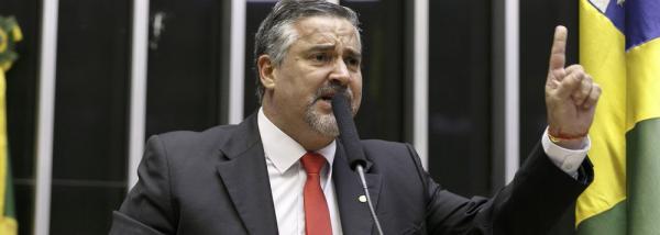 Pimenta: Governo Bolsonaro se desintegra sozinho