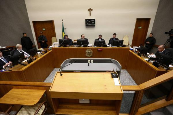 Sessão da 5ª Turma do STJ durante julgamento de recurso contra a condenação do ex presidente Lula no processo da Lava Jato. - Pedro Ladeira/Folhapress