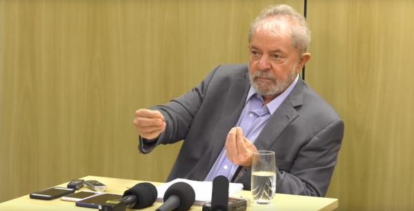Mesmo citadas, Globo e Record ignoram entrevista de Lula