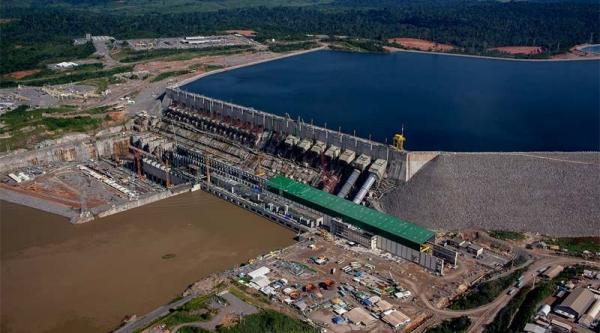 Índios fazem bloqueio em estrada de acesso a Belo Monte