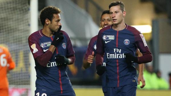 Jornal diz que Neymar brigou com Draxler:
