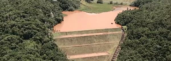Risco de rompimento de barragem da Vale deixa moradores em pânico