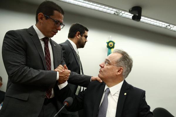 Deputados articulam nova reforma da Previdência para isolar Bolsonaro