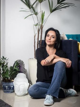 Justiça determina que Globo reintegre jornalista Izabella Camargo