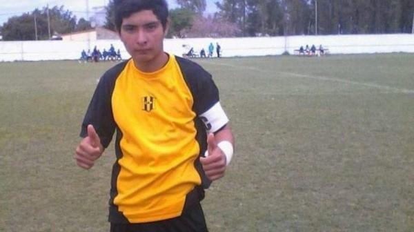 Goleiro de 17 anos morre após defender pênalti com o peito na Argentina
