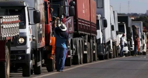 Com ameaça de paralisação, caminhoneiros são desafio para governo federal