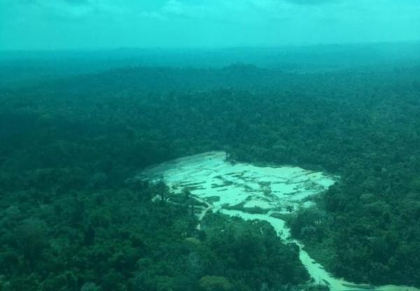 Autoridades encontram áreas desmatadas, invasões e garimpos ilegais em terra indígena no sudeste paraense