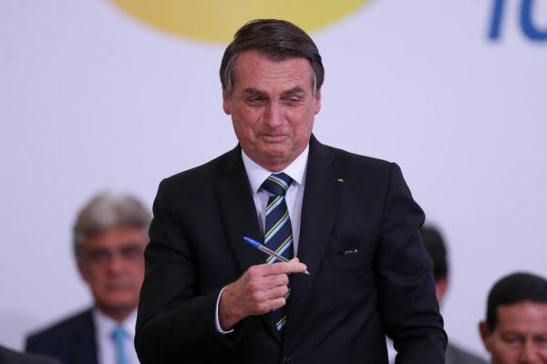 'Vai faltar dinheiro para o PCdoB', diz Bolsonaro sobre carteira digital para estudantes