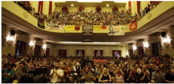 Ato em defesa da Vaza Jato tem 'Lula Livre' em auditório lotado da USP
