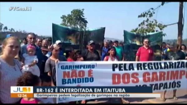 Garimpeiros interditam BR-163 no Pará pelo 3º dia consecutivo; engarrafamento chega a 40km