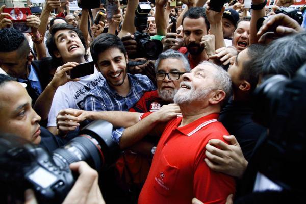 Lula ganha titulo de cidadão de Paris