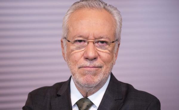 Alexandre Eggers Garcia é um jornalista, apresentador e colunista de política brasileiro