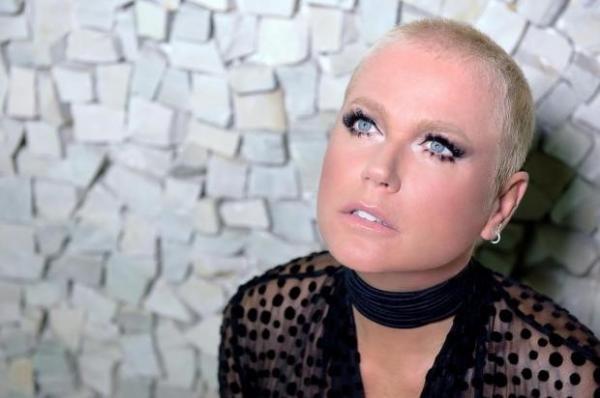 Com salário de 3 milhões na Record, Xuxa negocia retorno à Globo e acordo escabroso com diretor é exposto