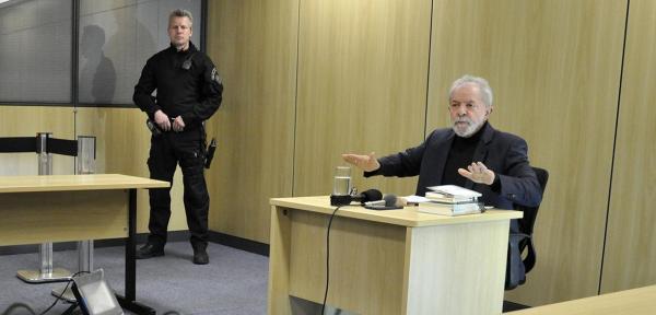 Policial Federal responsável pela custódia de Lula na prisão quer lançar livro sobre amizade com ex-presidente