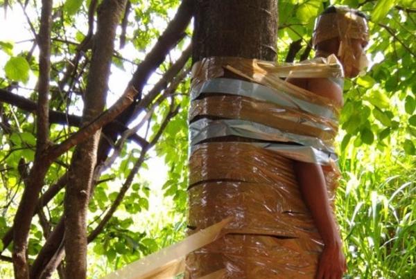 Jovem é amarrado em árvore após se envolver com mulher comprometida em BH