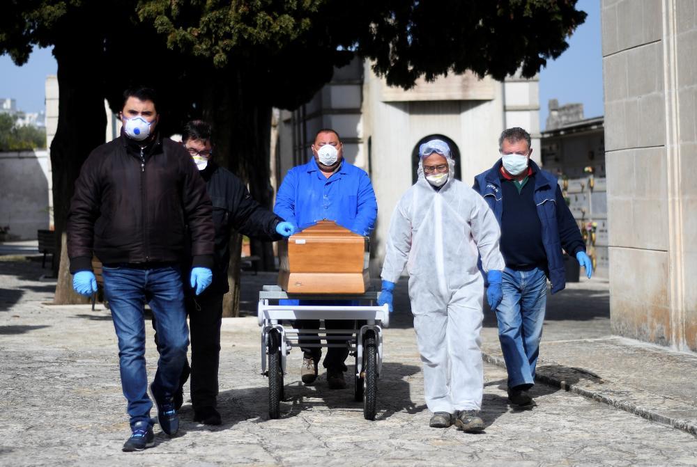 Coronavírus: com quase 11.000 mortes, a Itália é o país com o maior número de vítimas fatais (Alessandro Garofalo/Reuters)
