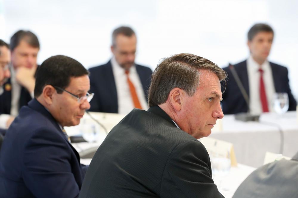 Jair Bolsonaro em reunião com o vice-presidente e ministros, no dia 22 de abril de 2020.MARCOS CORREA