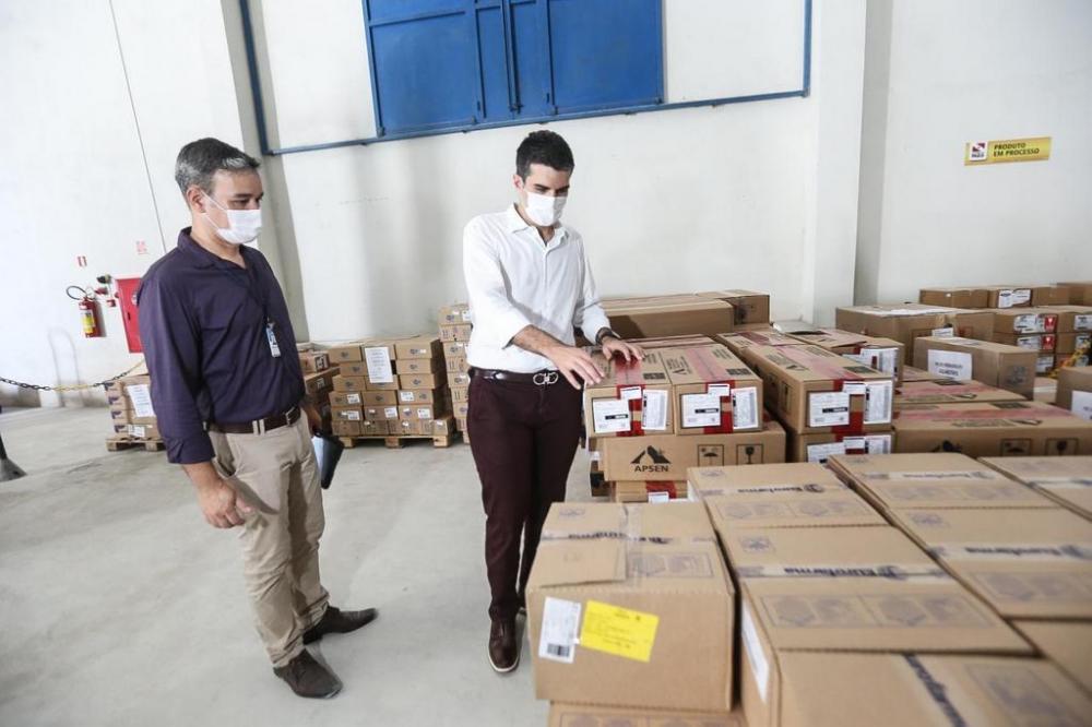 Governador Helder Barbalho acompanhou a logística de entrega no centro de distribuição de medicamentos. Crédito: Alex Ribeiro / Ag.Pará