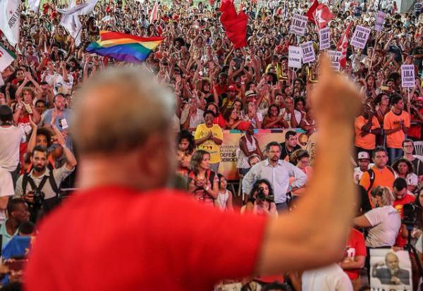 """""""Eu resolvi defender a minha honra"""", diz Lula em ato no Fórum Social Mundial"""