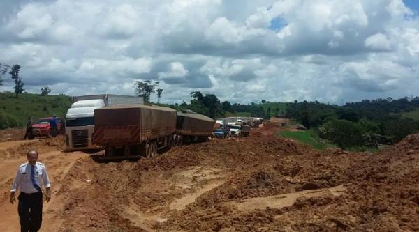 Rodovia Transamazônica entre Itaituba e Rurópolis está tomada por atoleiros