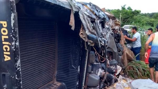 Morre PM resgatado ainda com vida em acidente envolvendo carreta e viatura policial